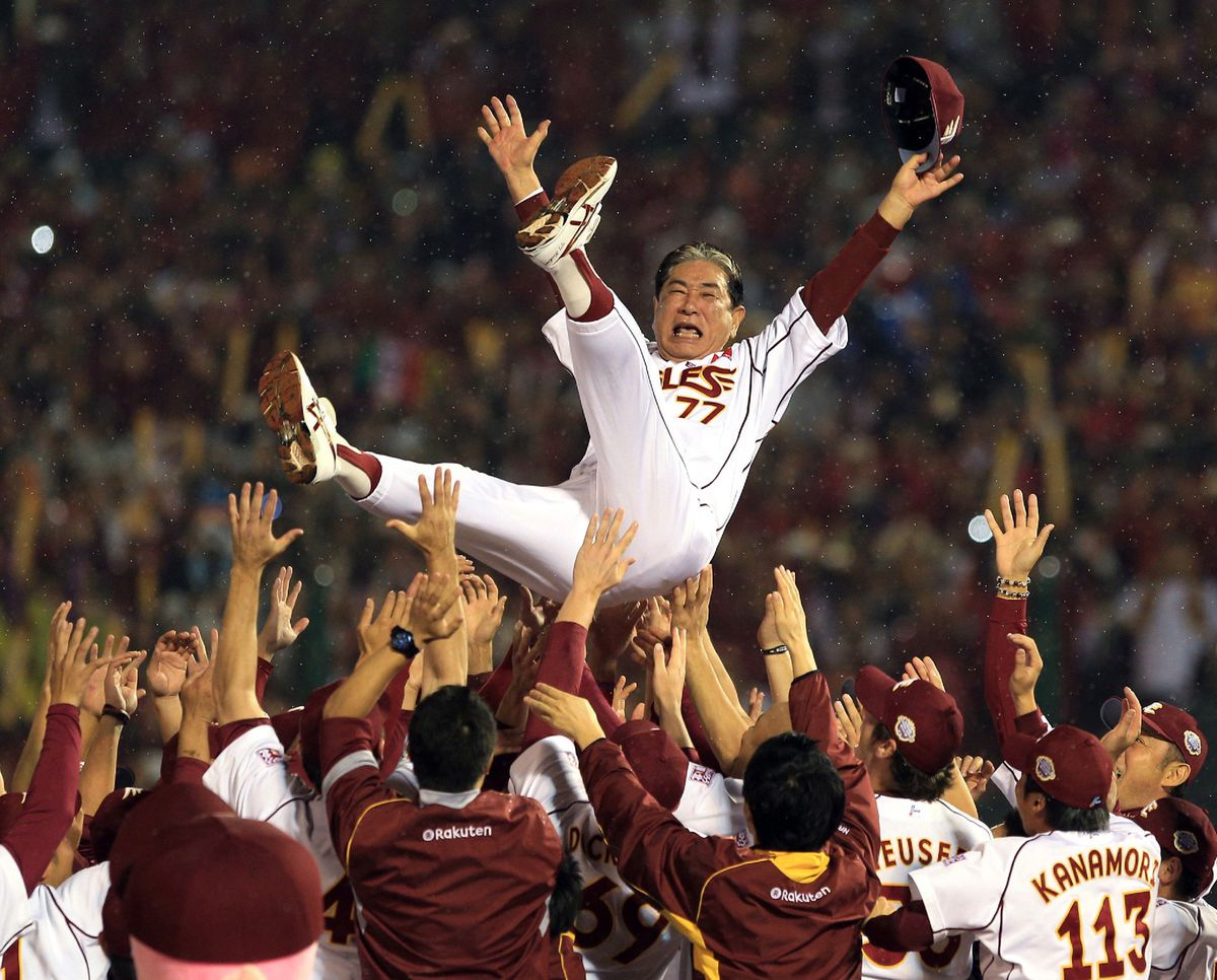 Rakuten Eagles manager Senichi Hoshino after his team won the 2013 Japan Series. (GettyImages)