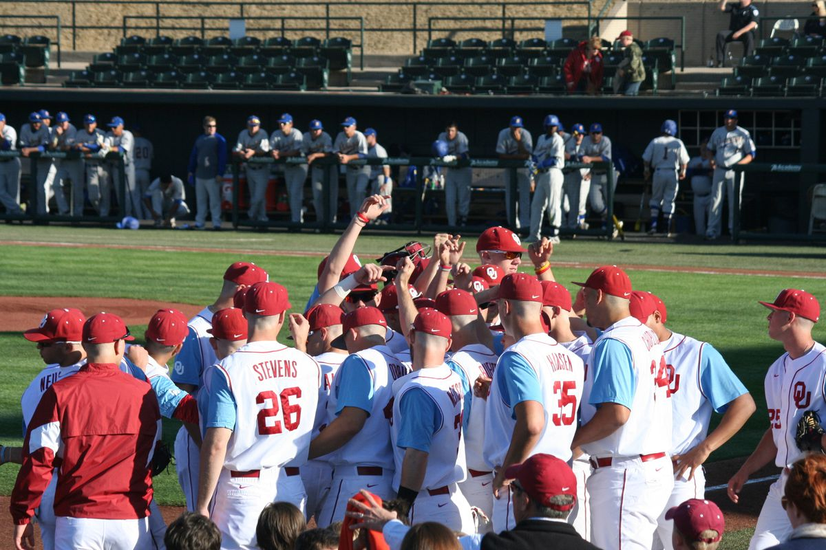 Seven-run seventh rallies Oklahoma past Xavier 7-2 in NCAA
