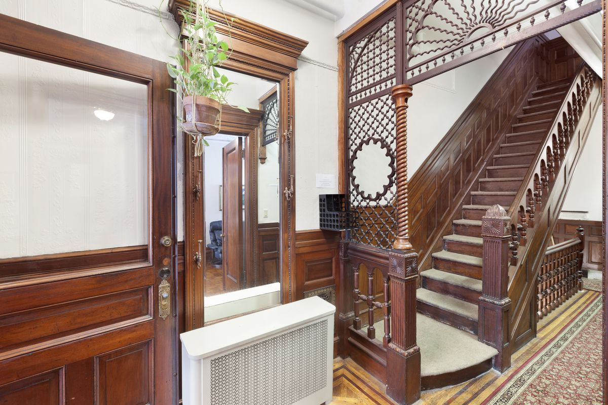 Harry houdini 39 s former harlem townhouse seeks 4 6m for Townhouse for rent nyc