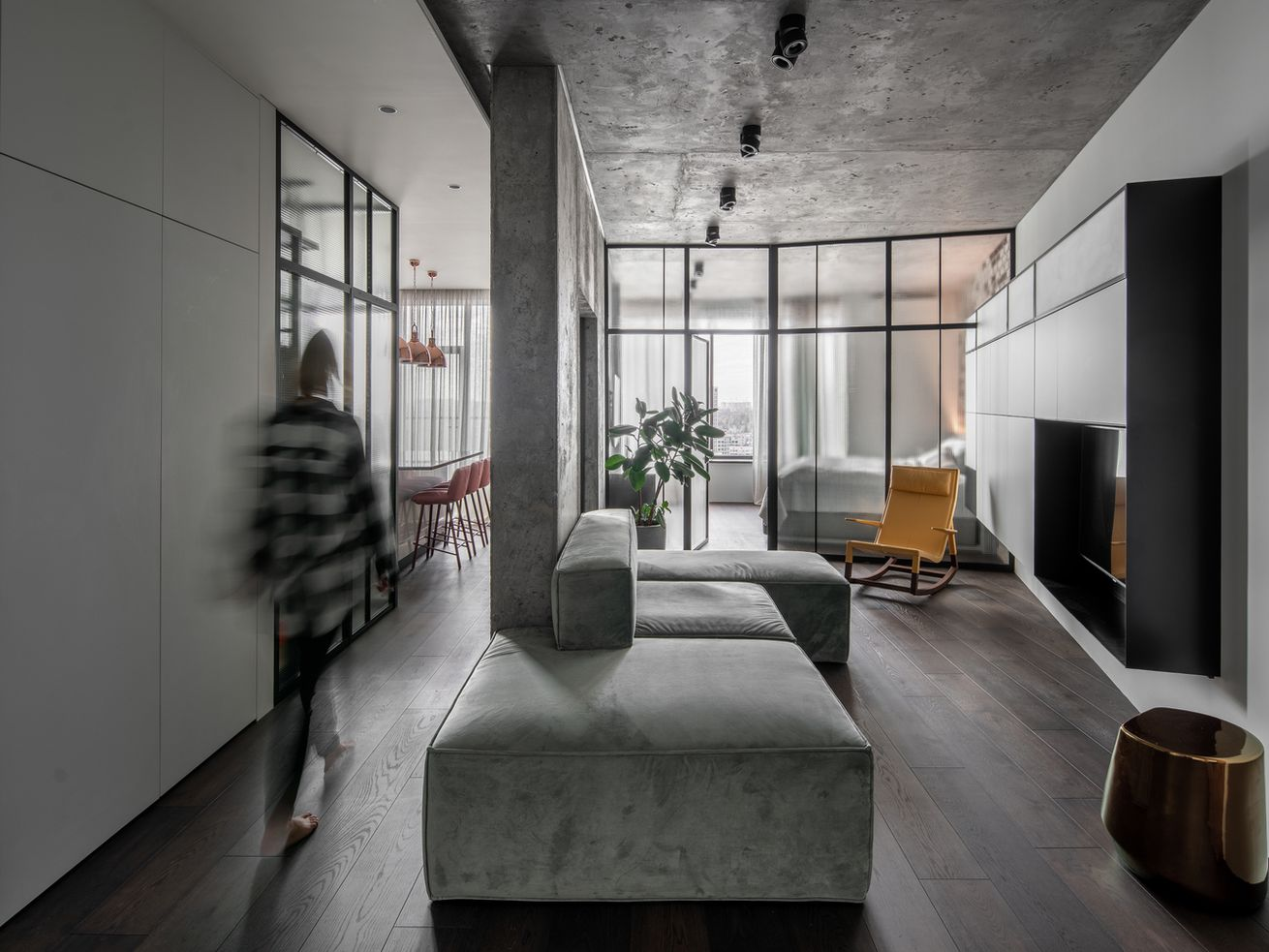 Moody apartment dresses up concrete with hints of color