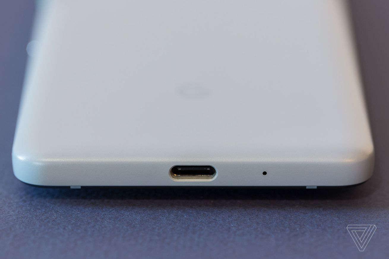 there s still no easy way to simultaneously charge and listen on android phones without headphone jacks