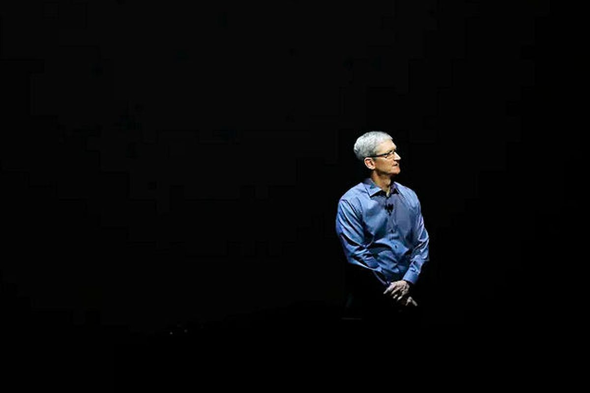 Facebook, Twitter Back Apple CEO Tim Cook in Security Fight With FBI