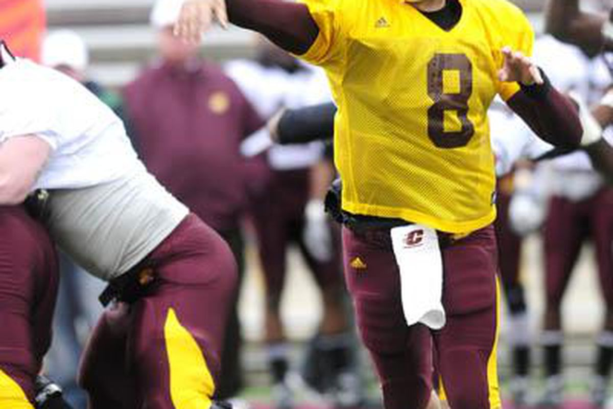 """It's somebody not named LeFevour throwing the ball for CMU...PANIC!!! (via <a href=""""http://images.townnews.com/themorningsun.com/content/articles/2010/04/18/sports/doc4bca4d831a61a0058705181.jpg"""">images.townnews.com</a>)"""