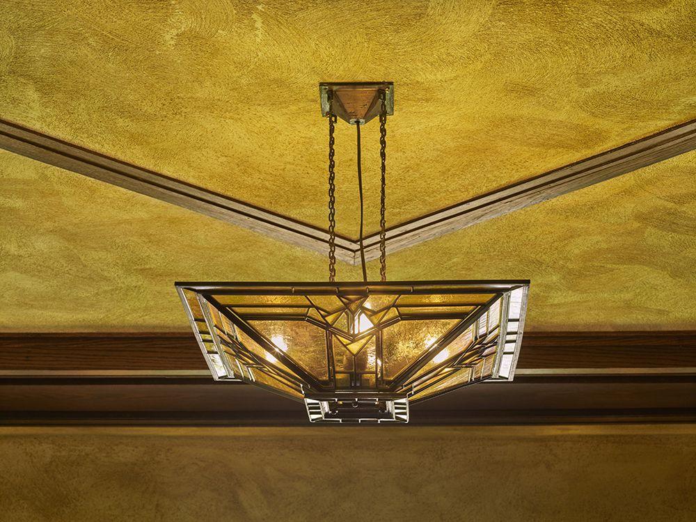 Art glass lighting fixture