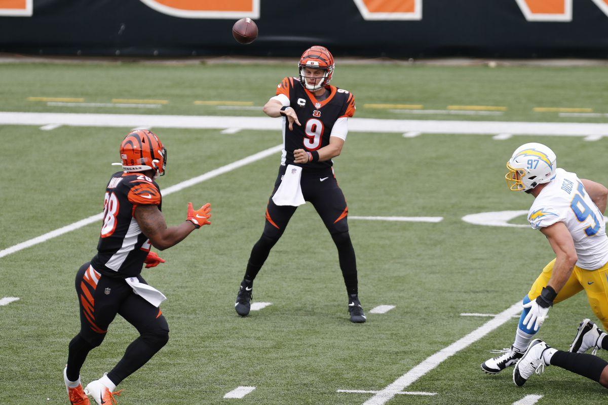 Cincinnati Bengals quarterback Joe Burrow throws a pass to running back Joe Mixon during the first half at Paul Brown Stadium.