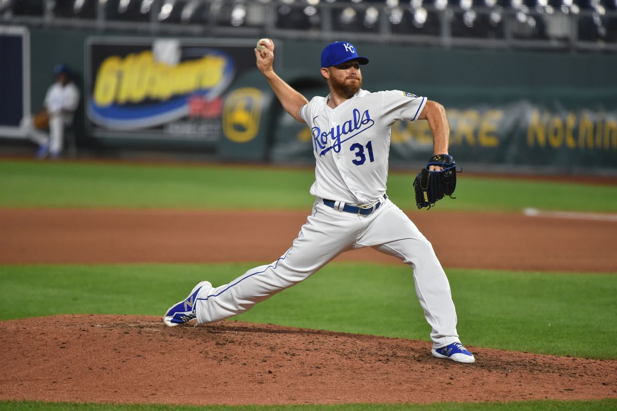 Ian Kennedy throws a pitch
