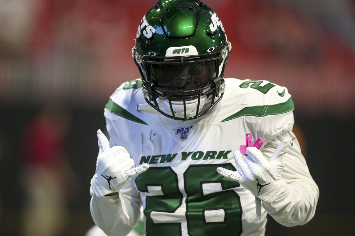 New York Jets running back Le'Veon Bell prepares for a game against the Atlanta Falcons at Mercedes-Benz Stadium.
