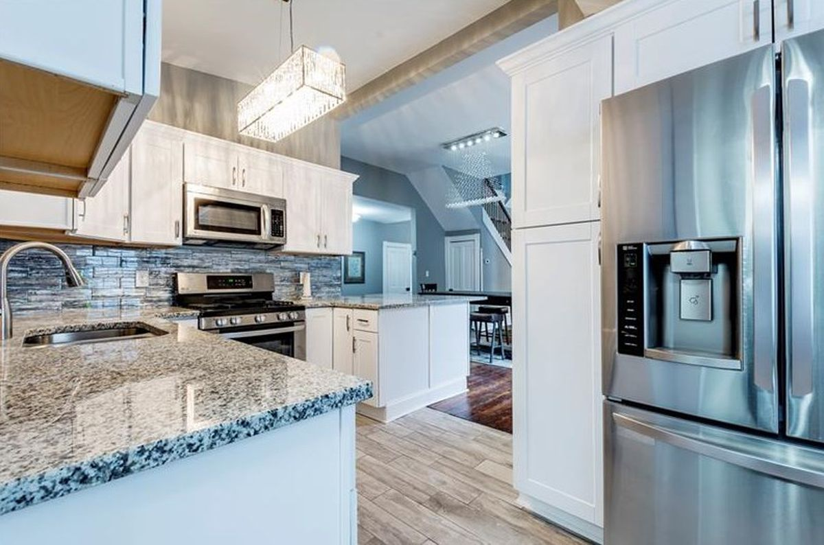 Remodeled Grant Park bungalow near Memorial Drive summons $659K ...