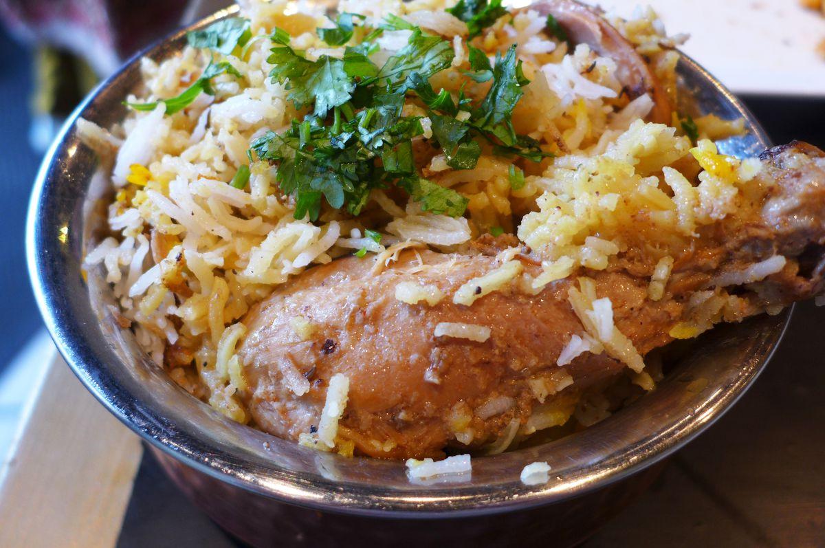 Lucknow-style chicken biryani