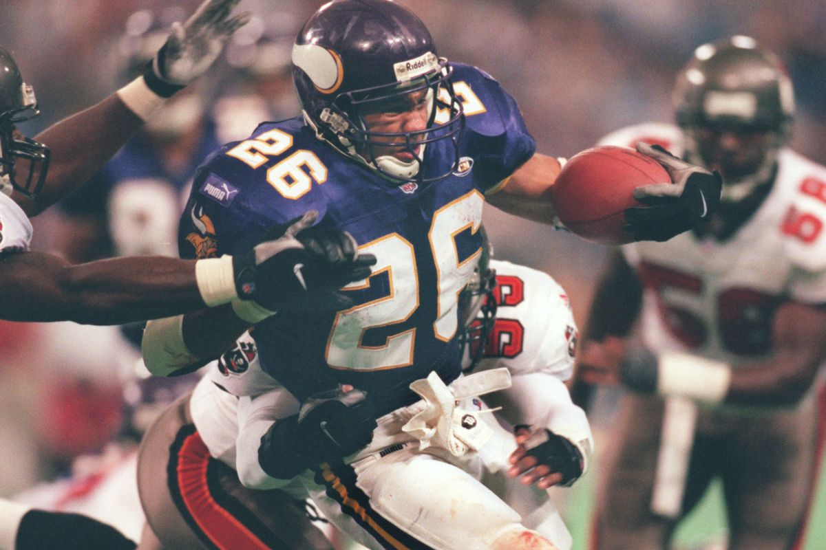 Oct. 3-Tampa Bay - Minnesota Vikings — Minneapolis Mn, Vikings vs Tamp Bay Sunday 10/3/99-----File picture of Robert Smith runs up the middle against Tampa Bay.(Photo By JERRY HOLT/Star Tribune via Getty Images)