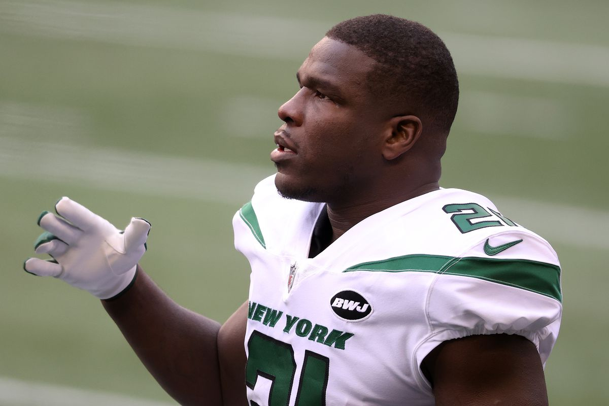Frank Gore #21 of the New York Jets looks on before their game against the Seattle Seahawks at CenturyLink Field on December 13, 2020 in Seattle, Washington.