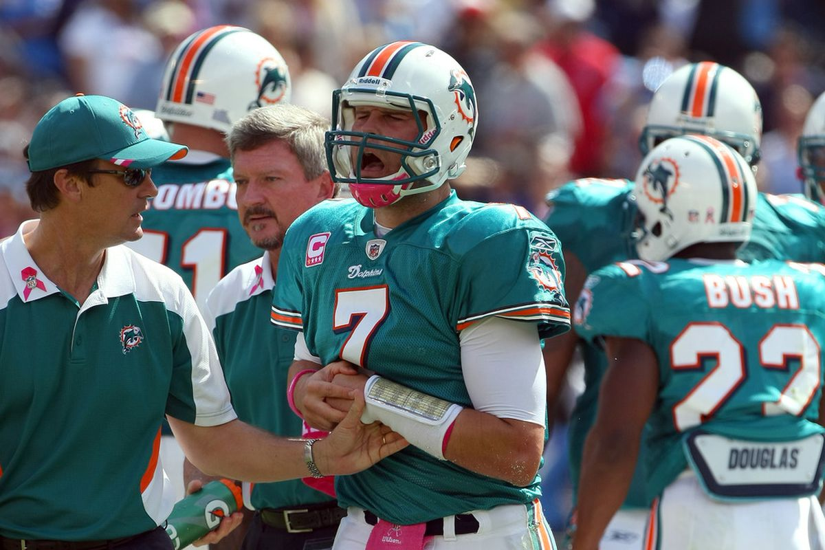 Miami Dolphins quarterback Chad Henne had surgery on his separated, non-throwing shoulder yesterday.