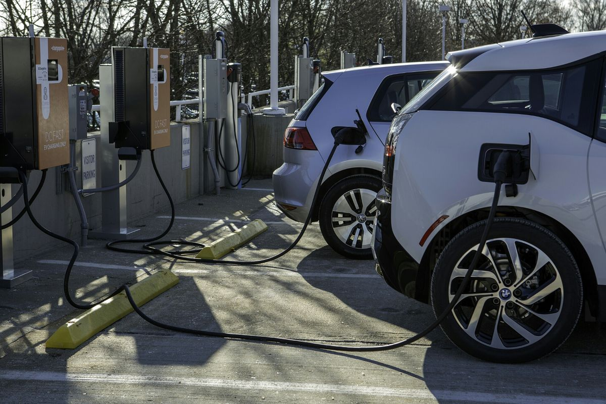 Bmw And Volkswagen Blanket Busy Us Highways With Ev Chargers The Verge