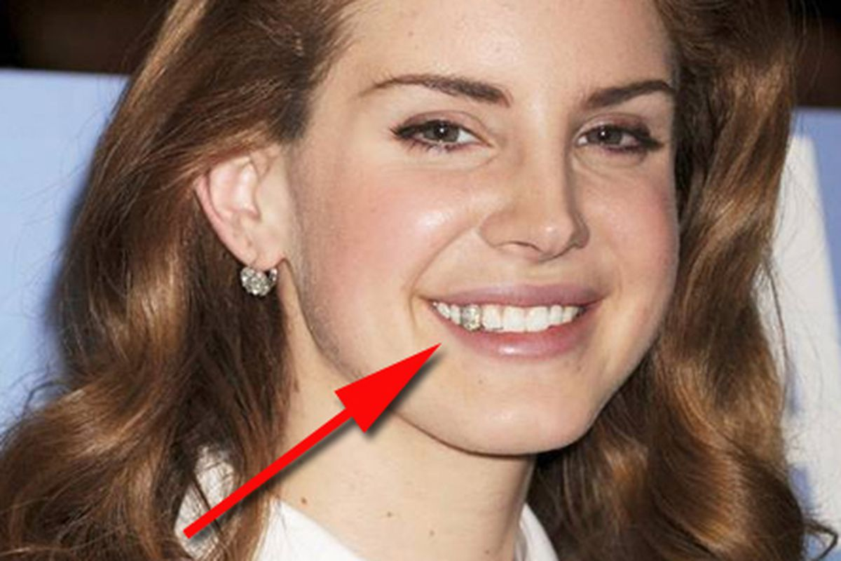 """Photo via <a href=""""http://www.mirror.co.uk/3am/style/lana-del-rey-wears-diamond-677987"""">Mirror Online</a>"""
