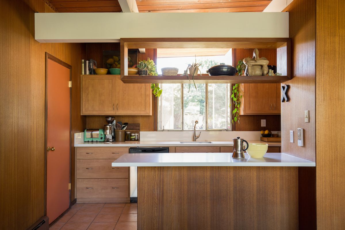 20 charming midcentury kitchens, ranked from virtually ... on black red kitchen ideas, black kitchen decorating ideas, black kitchen faucet ideas, black ikea kitchen ideas,