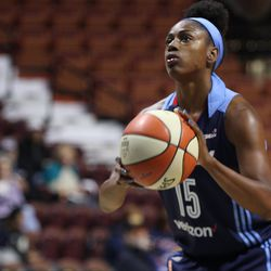 Atlanta's Tiffany Hayes (15) shoots a free throw.