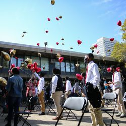 Classmates and Football team members release balloons during a memorial for Rashad Verner at Urban Prep Academy High School Bronzeville Campus at 521 E 35th St in Ida B. Wells / Darrow Homes Tuesday, Oct. 6, 2020.