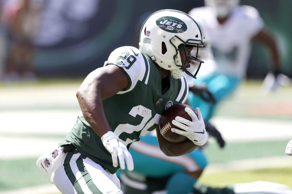 New York Jets running back Bilal Powell rushes for yardage against Miami Dolphins during first quarter at MetLife Stadium.