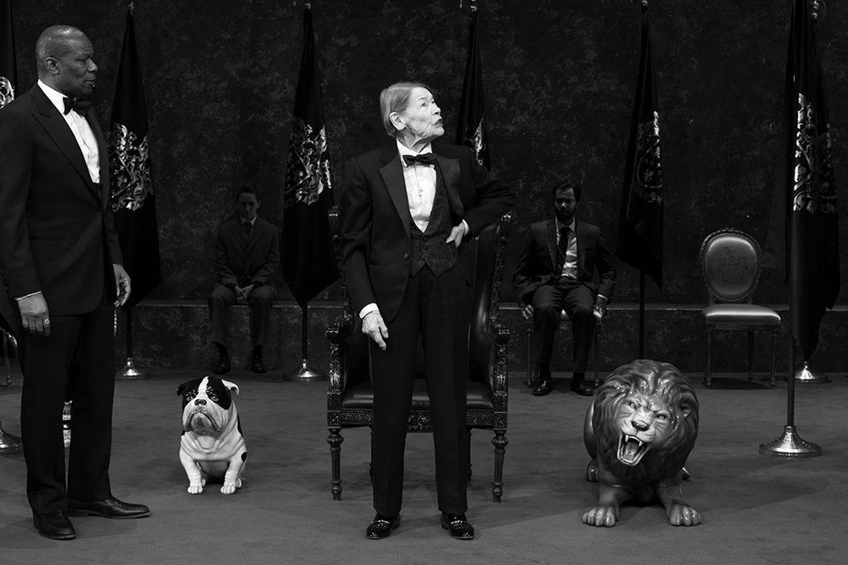 Glenda Jackson as King Lear, center.