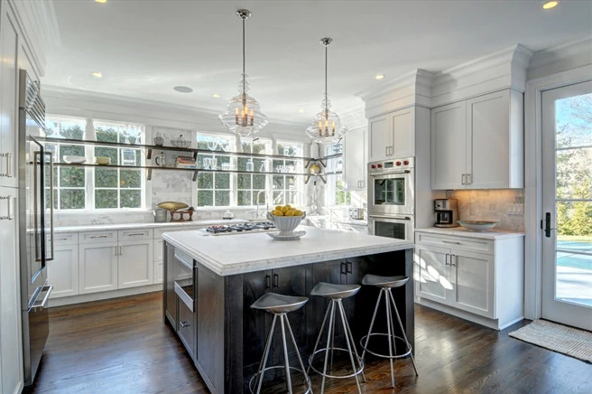 East Hampton Single Family Home With Pool Coffered