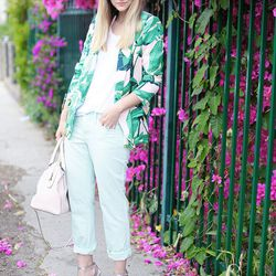"""Liz of <a href=""""http://www.lateafternoonblog.com/"""">Late Afternoon</a> is wearing Loft <a href=""""http://www.loft.com/loft/product/product%3A303999/LOFT-NFP-regular-cat-091312/Modern-Skinny-Jeans/303999?colorExplode=false&skuId=13117573"""">jeans</a> and <a hre"""