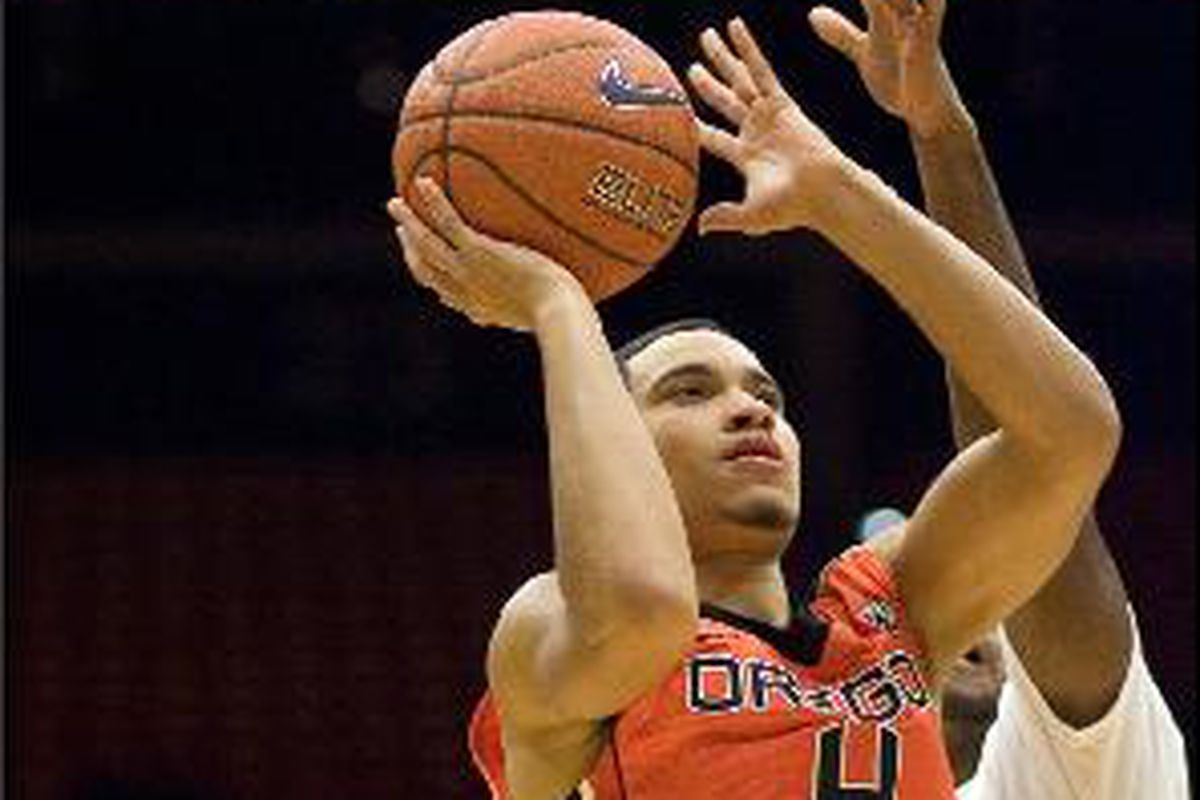 Challe Barton had a career high 11 points, including 3 3 pointers, to help Oregon St. to a 67-66 win at Washington St. Wednesday night.