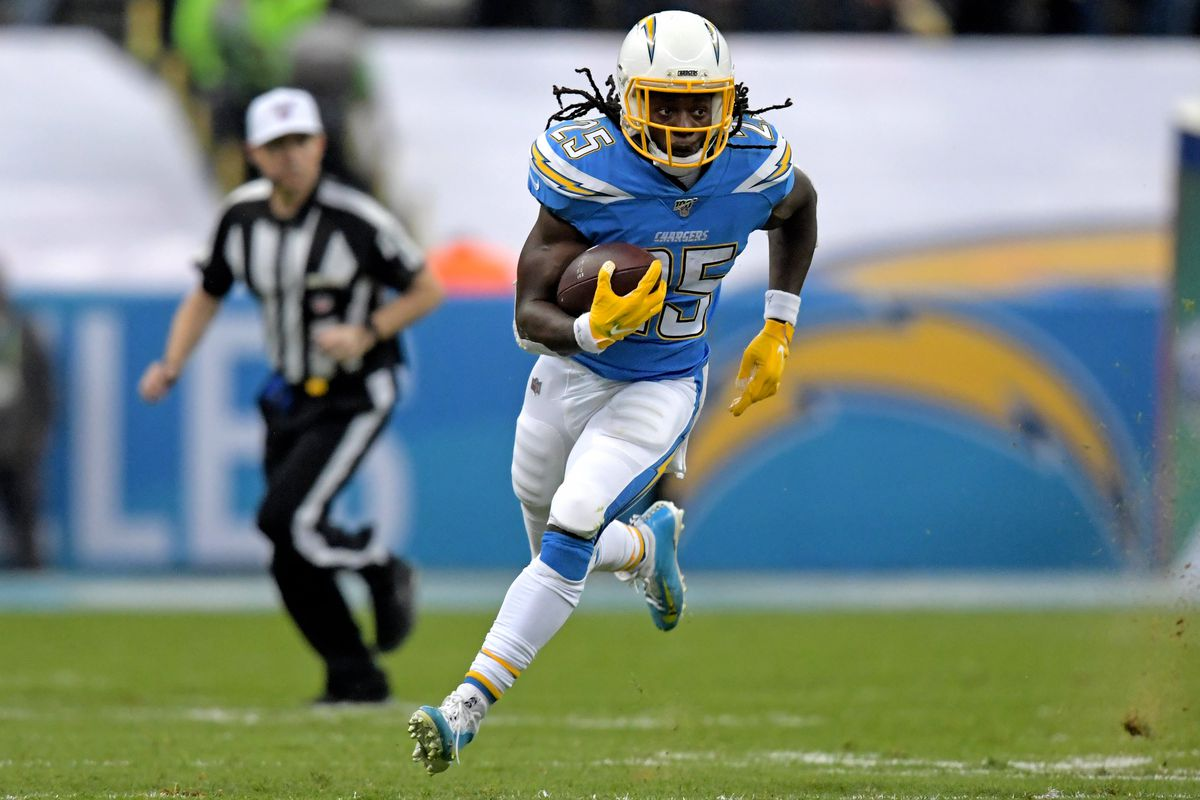 Los Angeles Chargers running back Melvin Gordon carries the ball against the Kansas City Chiefs in the first quarter during an NFL International Series game at Estadio Azteca.