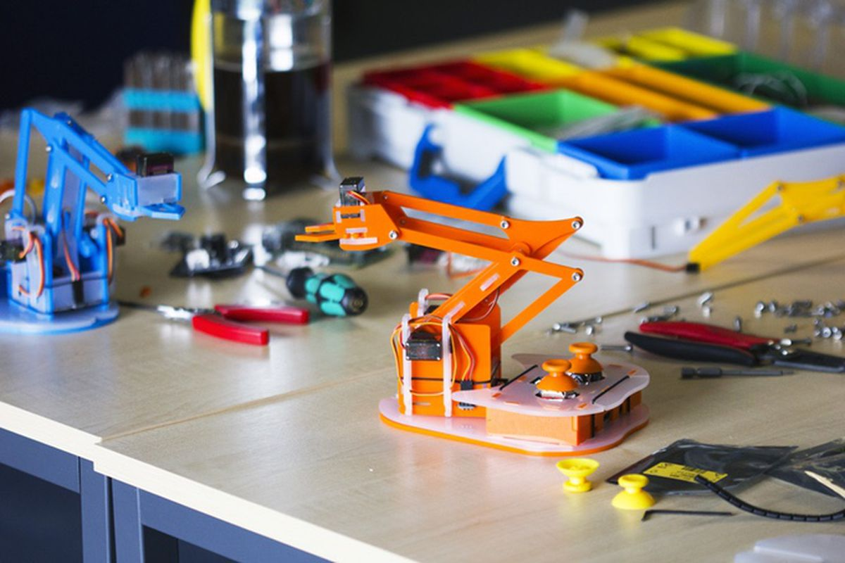 Build your own Raspberry Pi-controlled robot arm with this
