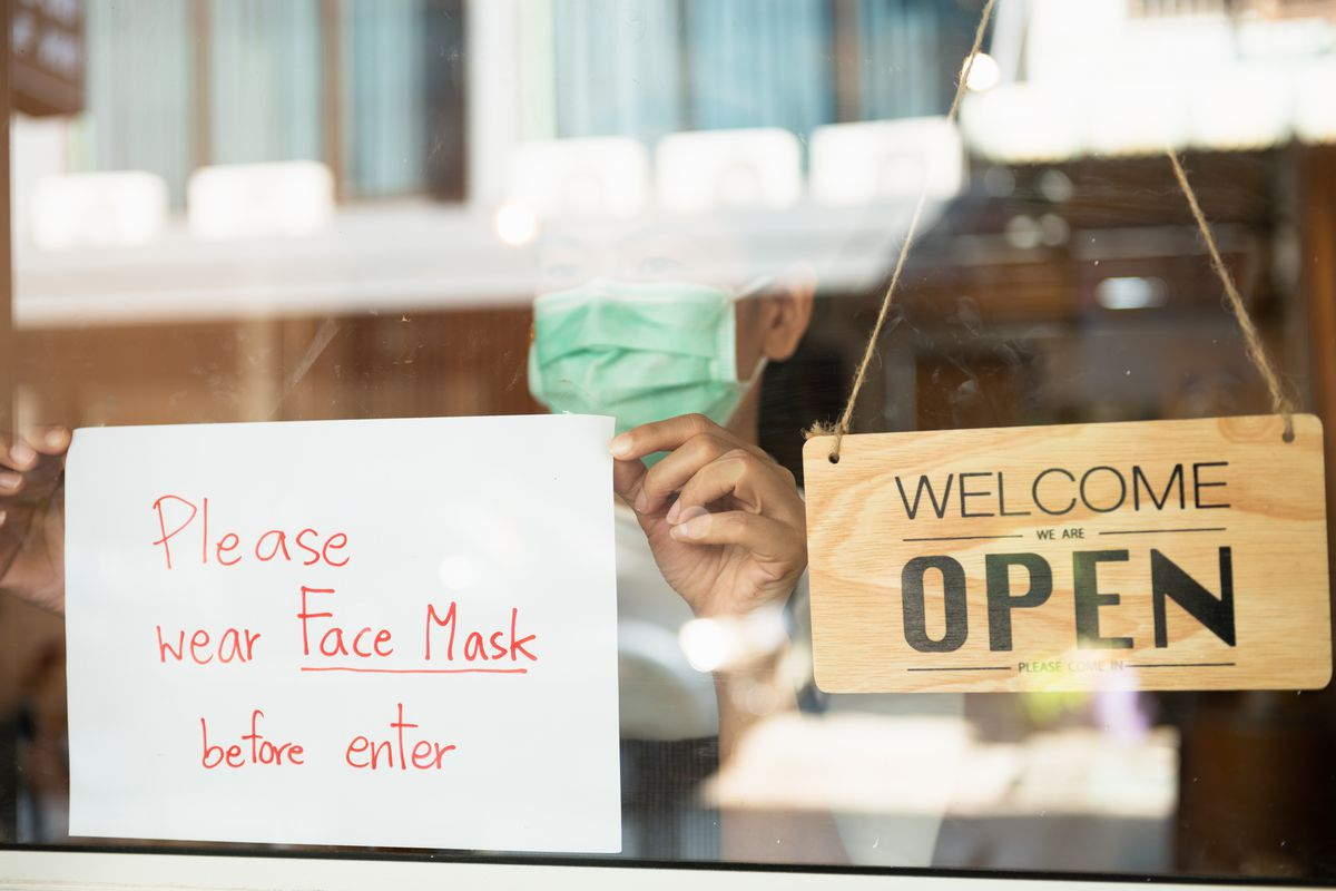 Sign in store window requiring face masks inside.