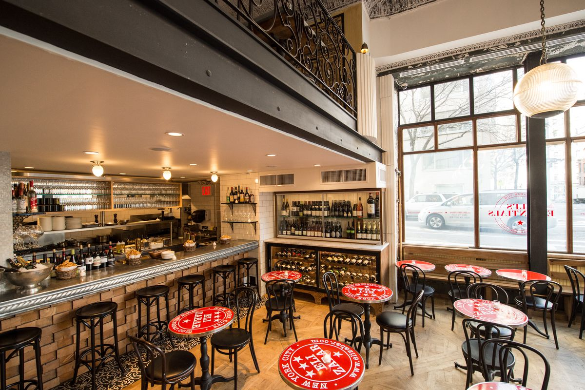 [The dining room at Eli's Essentials on the Upper East Side]