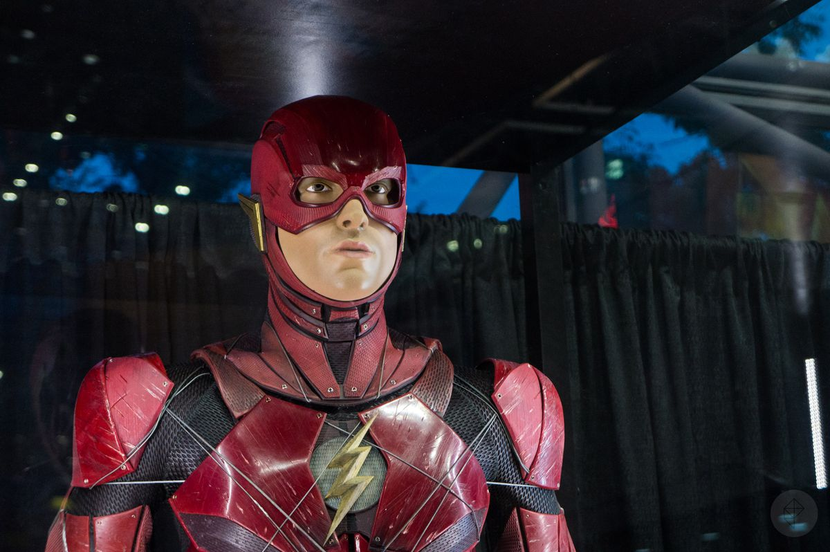 The Flash costume from Justice League movie in glass case at NYCC 2017, close-up