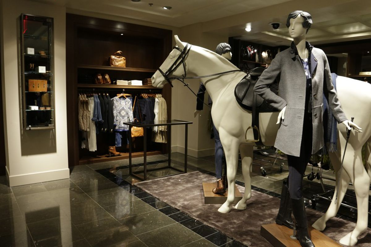 """Image via <a href=""""http://www.wwd.com/retail-news/specialty-stores/massimo-dutti-launches-in-us-6397334"""">WWD</a>"""