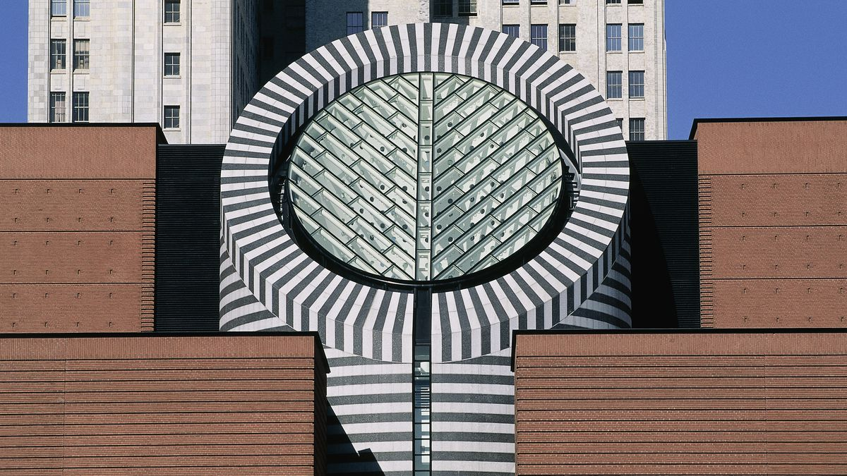 San Francisco Museum of Modern Art facade with a patterned column.