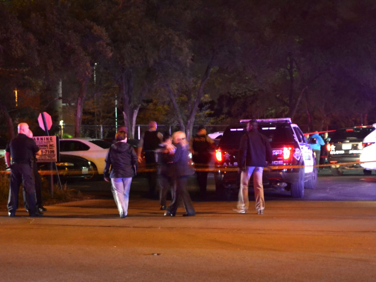 Police investigate a police involved shooting about 3:30 a.m. Wednesday, October 3, 2018 in the 4000 block of West 115th St. | Justin Jackson/ Sun-Times
