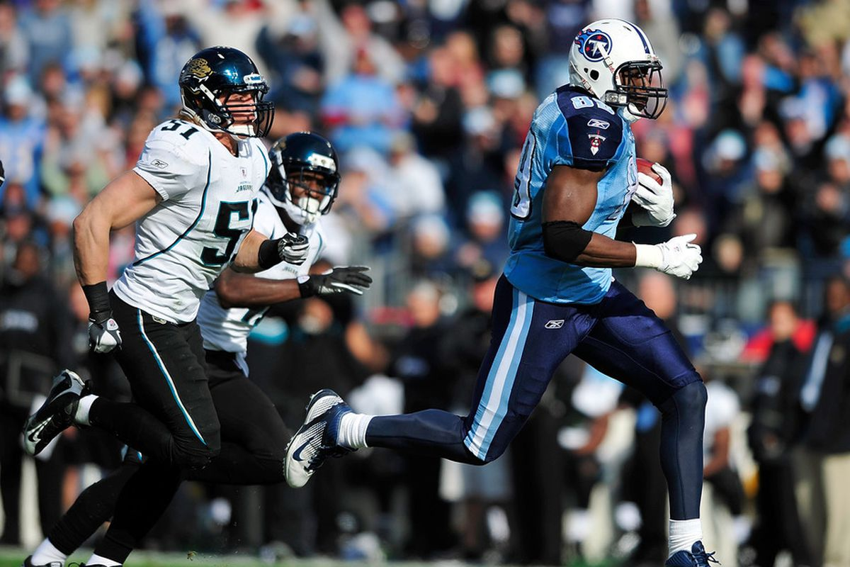 NASHVILLE, TN - DECEMBER 24:  Jared Cook #89 of the Tennessee Titans outruns Paul Posluszny #51 of the Jacksonville Jaguars for a touchdown during play at LP Field on December 24, 2011 in Nashville, Tennessee.  (Photo by Grant Halverson/Getty Images)