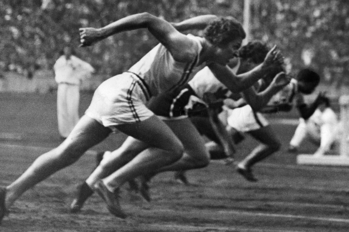 Germany Free State Prussia Berlin Berlin: Olympic Games 1936 - Sprinting: Helen Stephens at the start of the spring which made for a new world record - 1936- Photographer: Presse-Illustrationen Heinrich Hoffmann- Published by: 'Berliner Morgenpost' 0