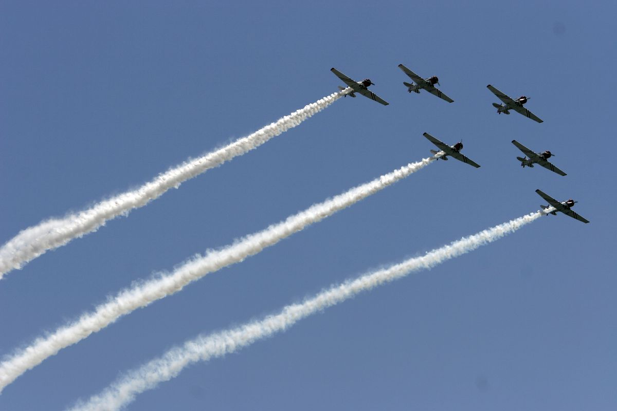 Aviation Fans Flock To New York Air Show