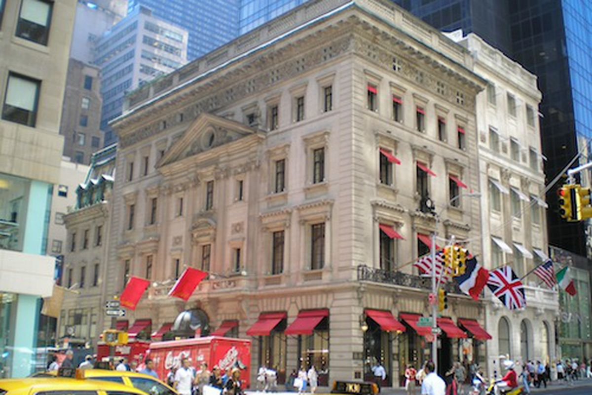"""Image via <a href=""""http://www.mastoloni.com/pearls-education/history-of-pearls/the-pearl-necklace-that-bought-the-nyc-cartier-headquarters.html"""">Mastoloni</a>"""