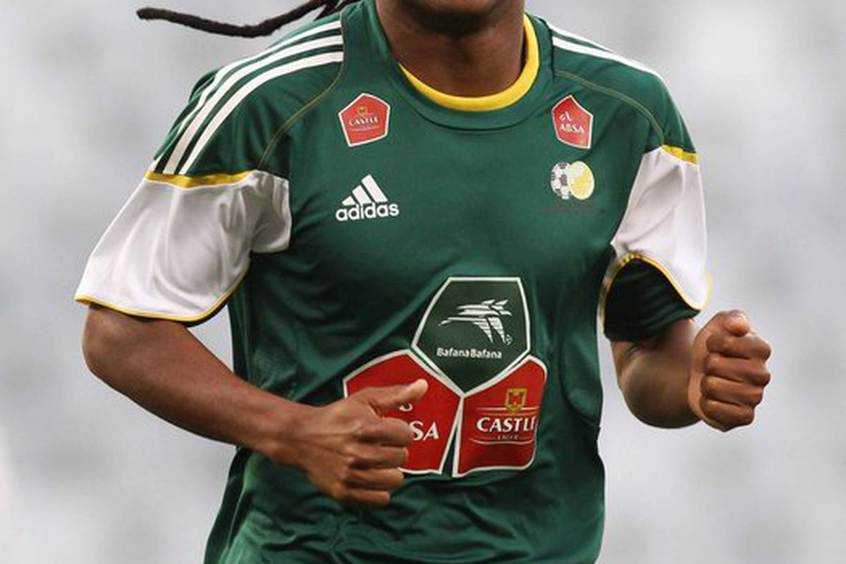 CAPE TOWN SOUTH AFRICA - NOVEMBER 16 Siphiwe Tshabalala during the South Africa soccer team training session from Cape Town Stadium on November 16 2010 in Cape Town South Africa. (Photo by Shaun Roy/Gallo Images/Getty Images)