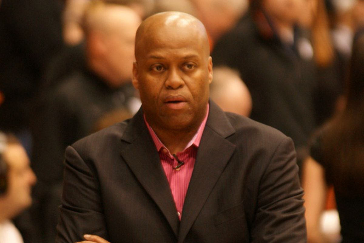 Craig Robinson will continue as Oregon St.'s men's basketball coach despite down season.