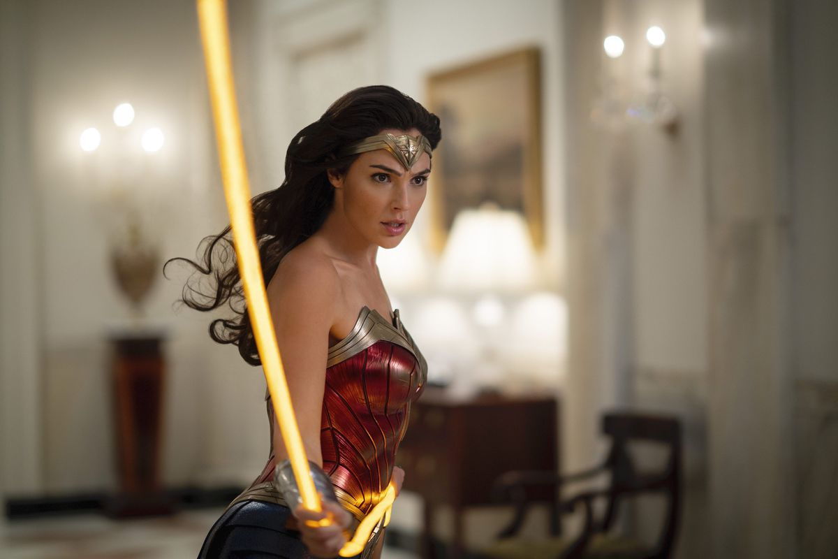Gal Gadot as Diana flipping her lasso of truth in the white house in Wonder Woman 1984