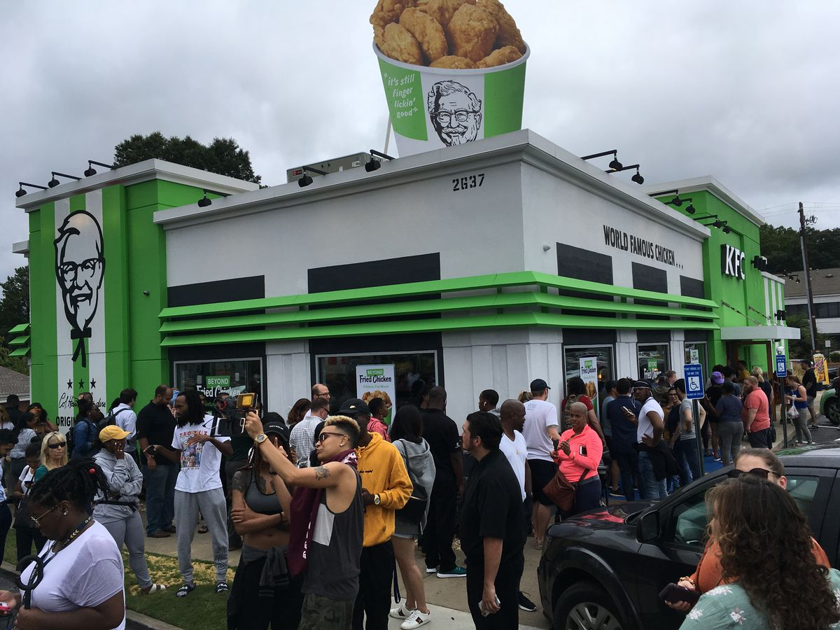 """The large crowd outside in the parking lot at the Smyrna, Georgia KFC waiting to sample vegan """"chicken"""""""