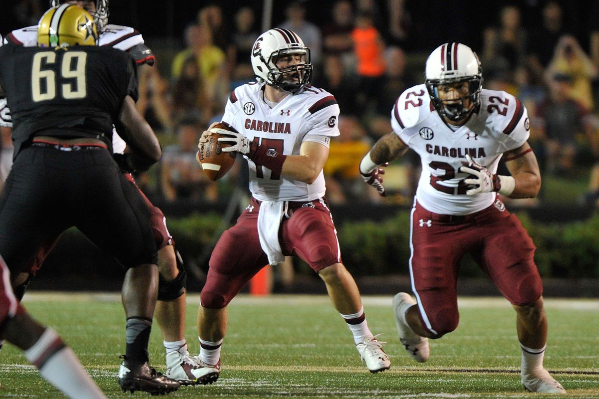 Oddsmakers favor Dylan Thompson and the Gamecocks to win on Saturday