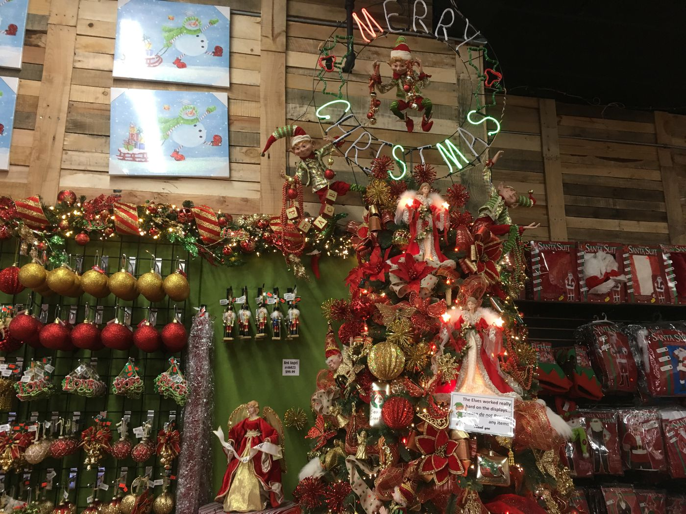 b9278ea614c7b Christmas decoration rentals: a new holiday tradition - Vox