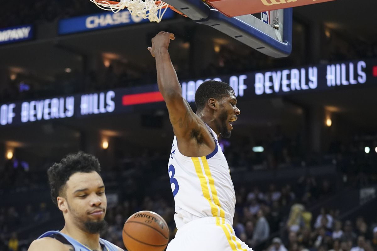 7637d72a6e8b21 Alfonzo McKinnie leads Warriors  bench effort to extend win streak ...