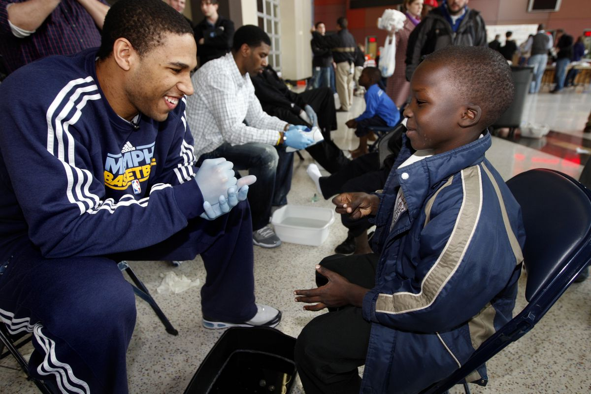 Memphis Grizzlies participate in Feed the Children