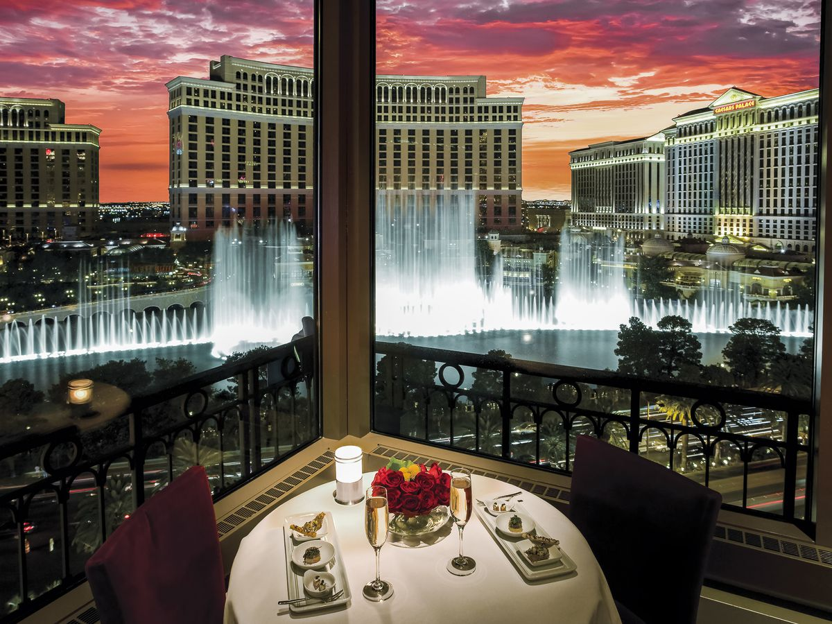 A table overlooking the Bellagio Fountains