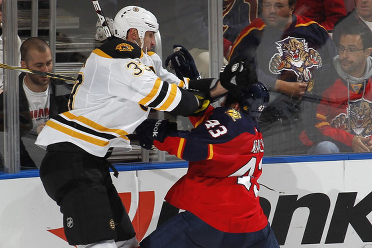 """Mike """"Monkey Arms"""" Weaver, possibly the only man in the NHL to overhand-punch Chara"""