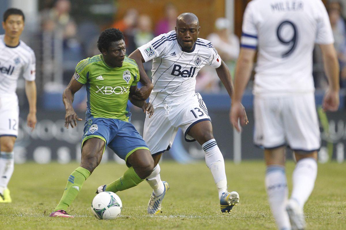 Nigel Reo-Coker (R) battles with Obafemi Martins (L) June 8, 2013 in Seattle