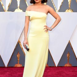Andra Day in a yellow one-shouldered gown. Photo: Steve Granitz/Getty Images